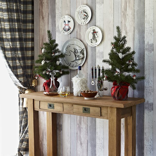 Party bar console table country christmas table ideas for Christmas home decorations uk