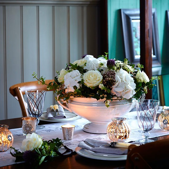 Festive floral centrepiece country christmas table ideas