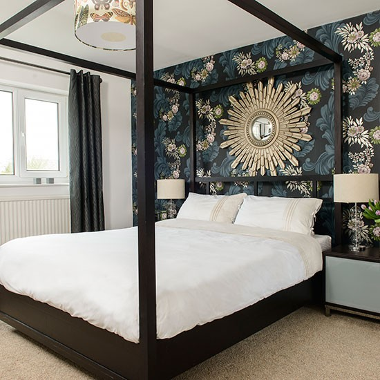 Bold floral bedroom with four poster bed bedroom for 4 poster bedroom ideas