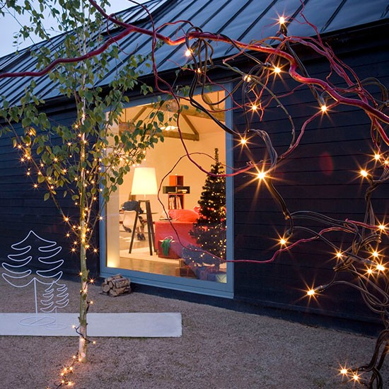 Pre-lit garden branches and trees | Outdoor Christmas lighting