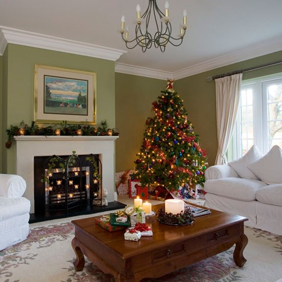 Traditional Green Living Room With Christmas Tree Traditional Christmas Living Room Ideas