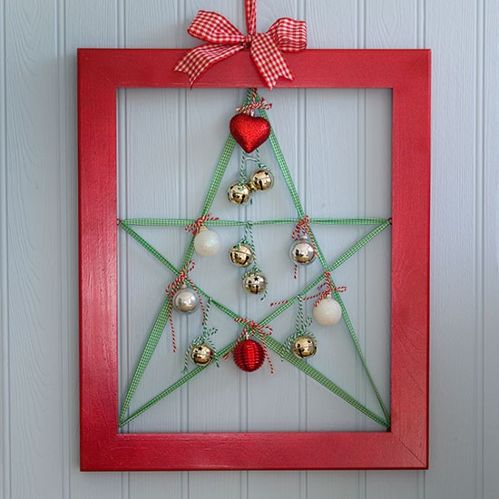 Budget Christmas Decorating Ideas: Seasonal Picture Frame With Ribbon Star