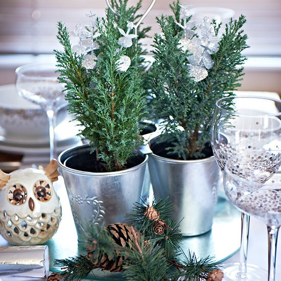 Budget Christmas Decorating Ideas: Mini Table Top Christmas Trees