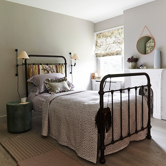 Small bedroom with iron bedstead | Traditional bedroom design ideas | Bedroom | PHOTO GALLERY | Housetohome.co.uk
