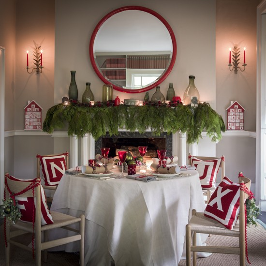 Nordic Style Christmas Dining Room In Red And White Traditional Christmas D
