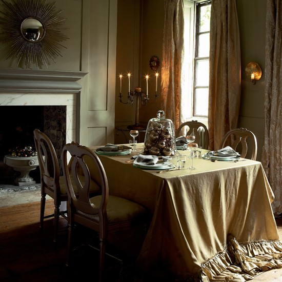 20 Opulent Traditional Dining Room Ideas With Pictures: Opulent Gold Christmas Dining Table