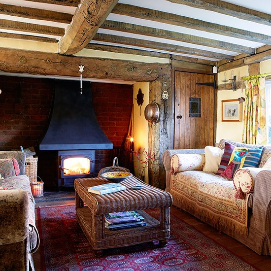 Country living room with oak beams decorating for Living room ideas oak