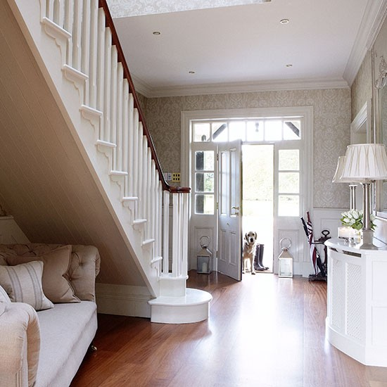 Kitchen And Hallway Flooring: Country Hallway With Wood Flooring