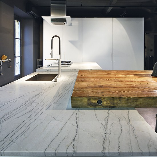 Kitchen Island Large: Large-scale Kitchen Island In Stone And Wood
