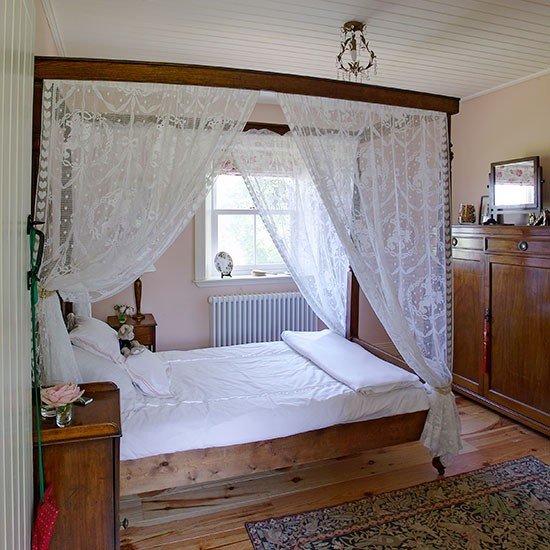 Traditional Bedroom With Four-poster Bed