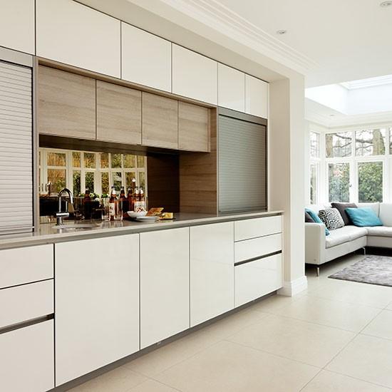 Open Plan White Kitchen: Streamlined White Open-plan Kitchen