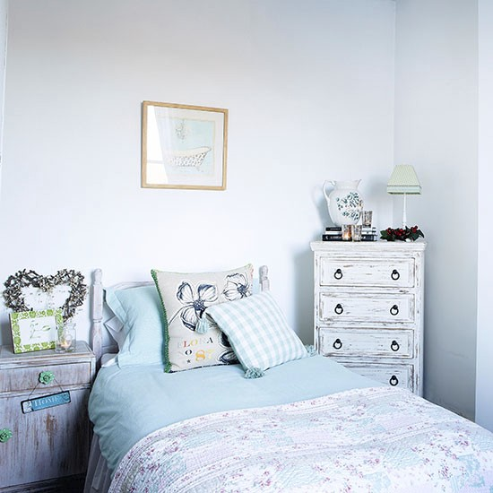 Guest bedroom | House tour | Hertfordshire | PHOTO GALLERY | Country Homes & Interiors | Housetohome.co.uk