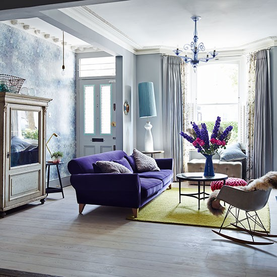 Eclectic living room with purple sofa decorating for Wohnzimmer sofa