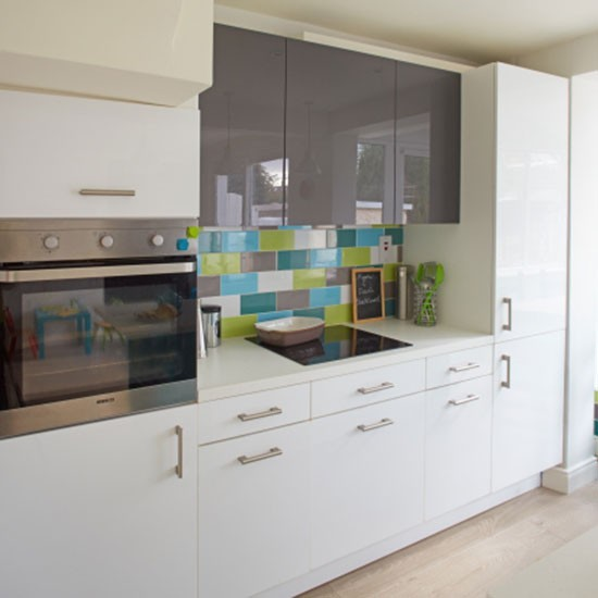 Sleek kitchen units bright kitchen makeover for Kitchen units sa
