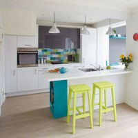Take a tour of this bright kitchen