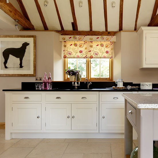 Cream Kitchen Black Worktops: Country Kitchen With Black Granite Worktop