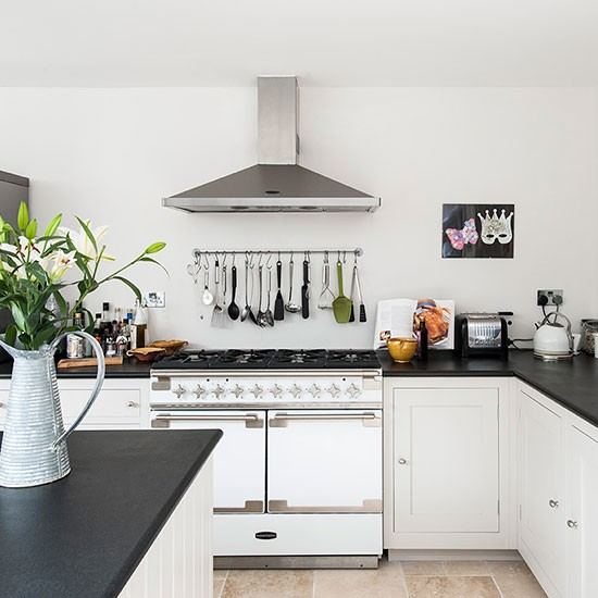 Traditional black and white kitchen small kitchen design for Black and white traditional kitchen