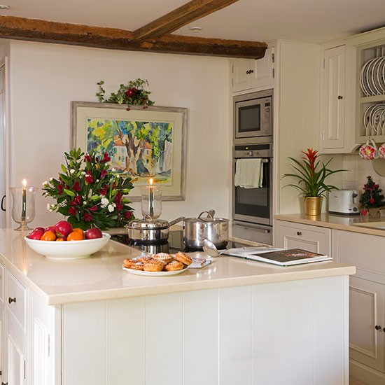Traditional White Kitchen With Island