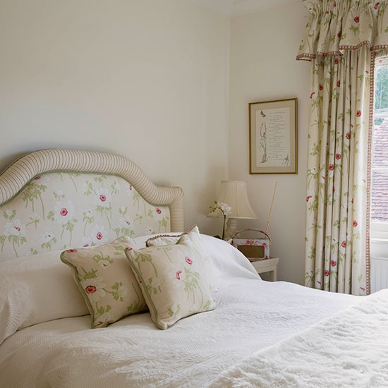 Ladies Bedroom Decorating Ideas Off White Bedroom Sets Ladies Bedroom Colours Bedroom Boys Design: Off-white Classic Floral Bedroom