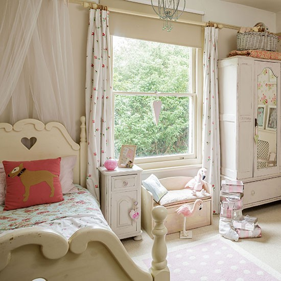 Neutral shabby chic girl 39 s bedroom decorating Shabby chic girls bedroom furniture