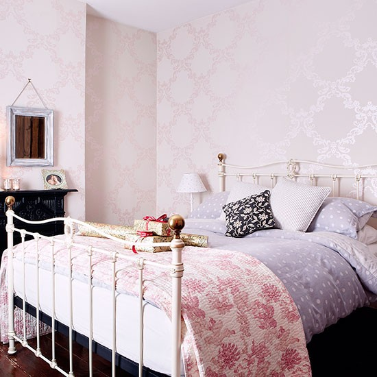 Pale pink bedroom with iron bedstead decorating for Pink and grey bedroom wallpaper
