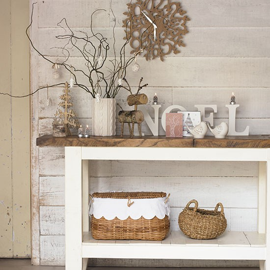 Rustic white country hallway decorating for Country hallway ideas