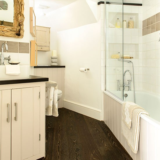 Pretty cream bathroom with quirky layout decorating for Quirky bathroom decor