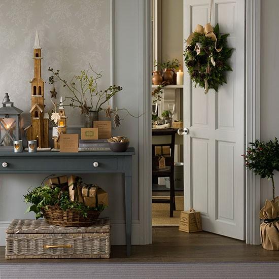 Natural foliage christmas hallway decorating How to decorate your hallway for christmas