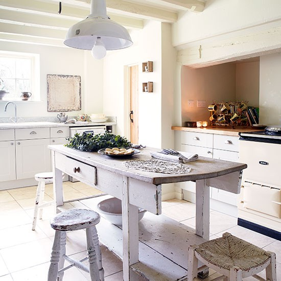Kitchen island | Period farmhouse in West Sussex | House tour | PHOTO GALLERY | Country Homes and Interiors | Housetohome.co.uk