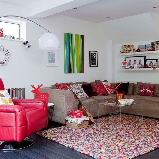 Festive living room with red accents decorating for Quirky home decor uk