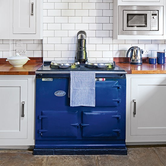Timeless country kitchen with blue aga decorating for Kitchen designs with aga cookers