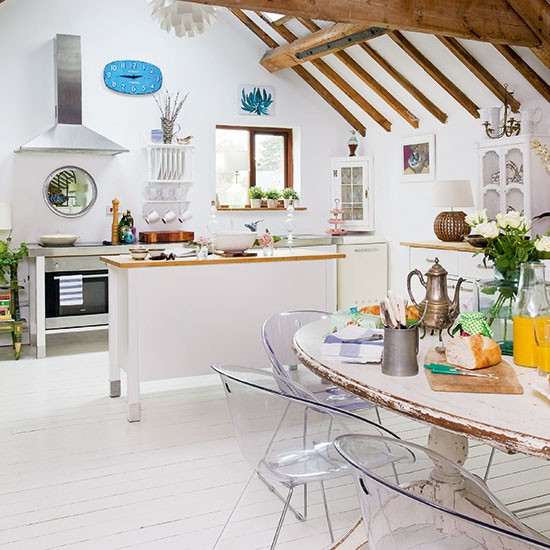 White And Oak Kitchen Diner: White Kitchen-diner With Oak Beams