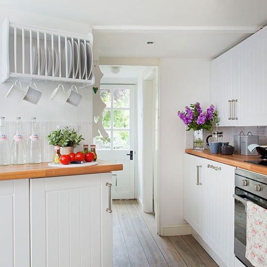 White panelled country kitchen small kitchen design for Country kitchen ideas uk