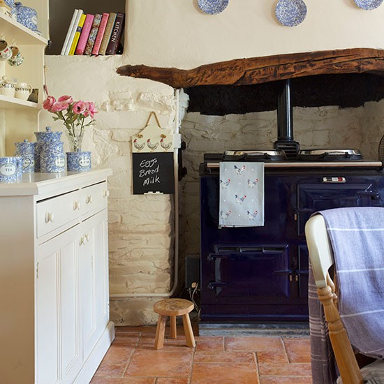 Neutral Country Kitchen With Aga Decorating
