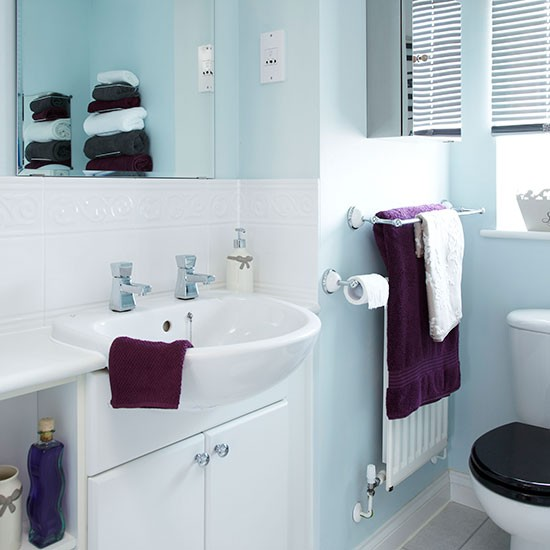Pale Blue And White Bathroom Decorating