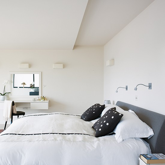 Simple bedroom minimalist devon home house tour for Minimalist home tour