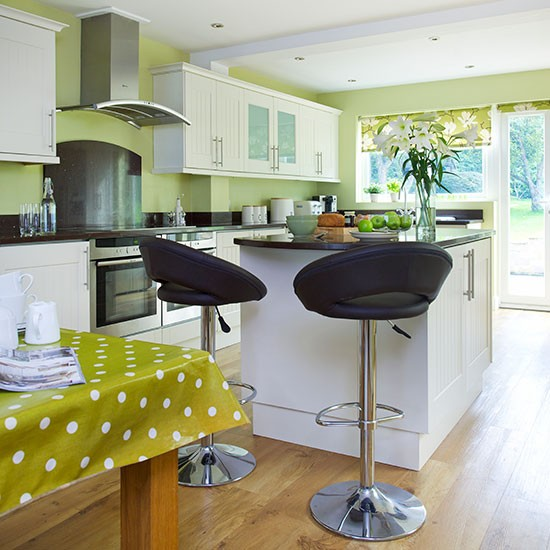 Kitchen | Detached Surrey home | House tour | PHOTO GALLERY | 25 Beautiful Homes | Housetohome.co.uk