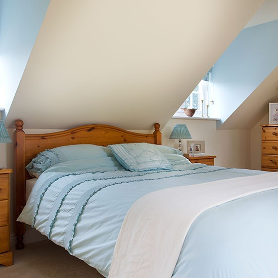 Guest bedroom | Detached Surrey home | House tour | PHOTO GALLERY | 25 Beautiful Homes | Housetohome.co.uk