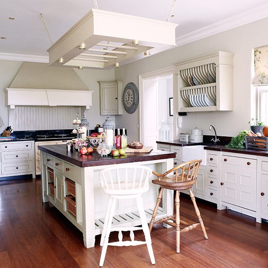 Cream country kitchen with wood floor country kitchen for Country kitchen floor ideas