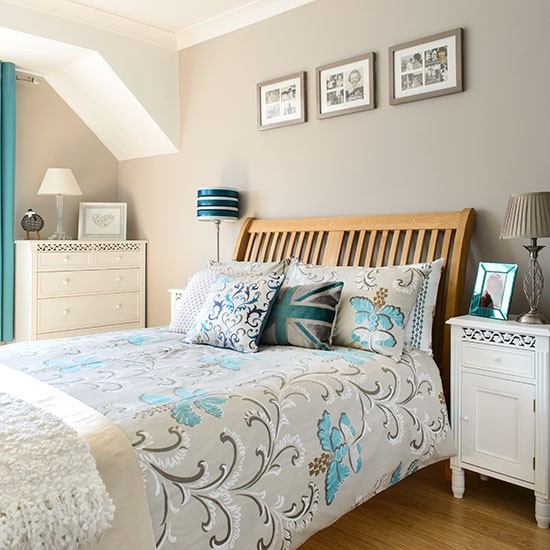 Taupe and aqua bedroom decorating for Aqua bedroom ideas