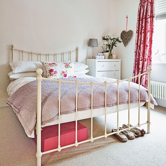 Cream and pink bedroom with iron bed decorating for Cream and red bedroom designs