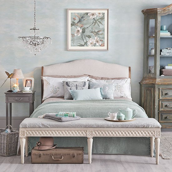 Relaxing pale jade green bedroom decorating for Bedroom designs uk