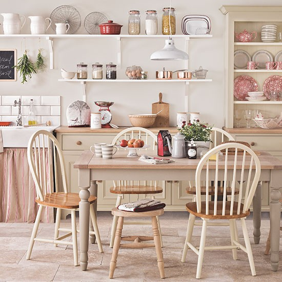 Cream country kitchen kitchen decorating for Country kitchen ideas uk