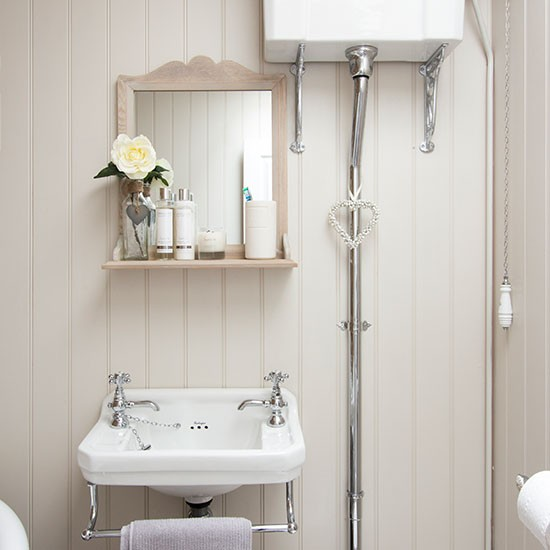 Cream vintage-style shabby chic bathroom