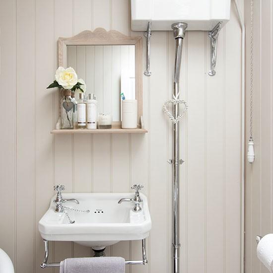 Cream vintage-style shabby chic bathroom