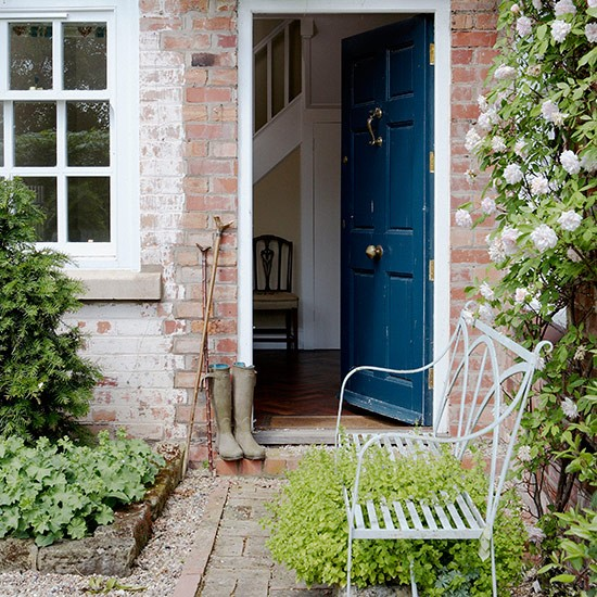 Garden bench | Front garden design ideas | Garden | PHOTO GALLERY | Country Homes and Interiors | Housetohome.co.uk