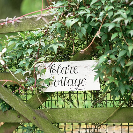 Painted sign | Front garden design ideas | Garden | PHOTO GALLERY | Country Homes and Interiors | Housetohome.co.uk