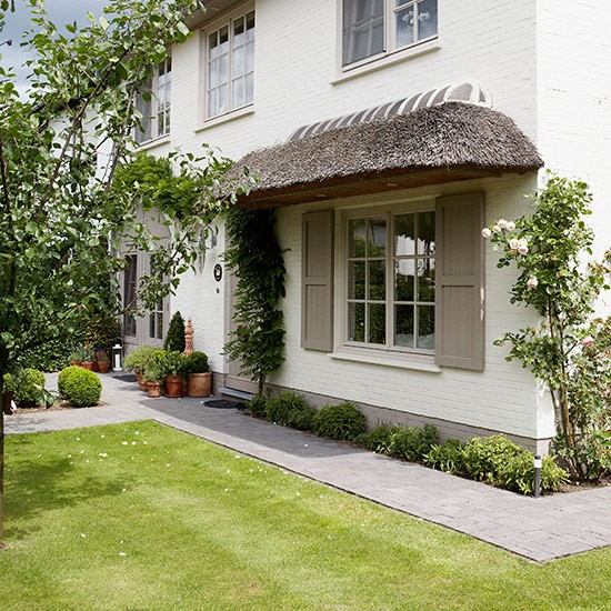 Neat lawn | Front garden design ideas | Garden | PHOTO GALLERY | Country Homes and Interiors | Housetohome.co.uk