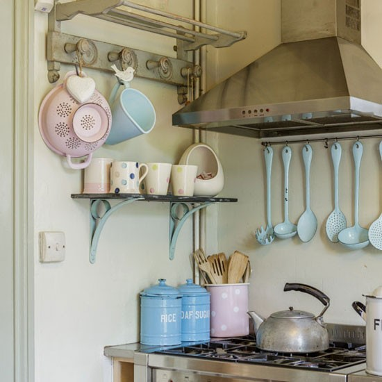 Traditional Enamel Kitchen Accessories