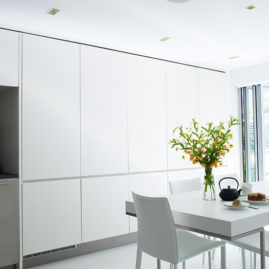 Sleek and chic floor to ceiling kitchen diner units for Kitchen units to ceiling